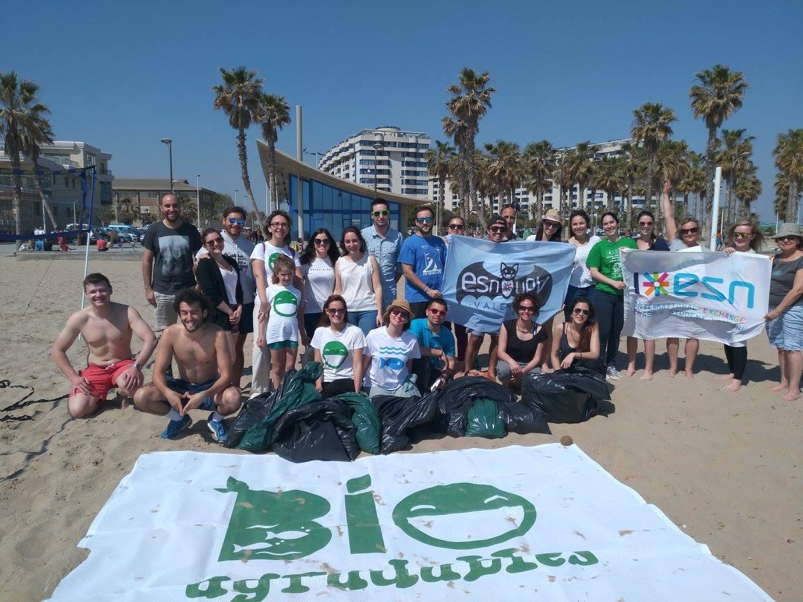 bioagradables voluntariado limpieza playa valencia