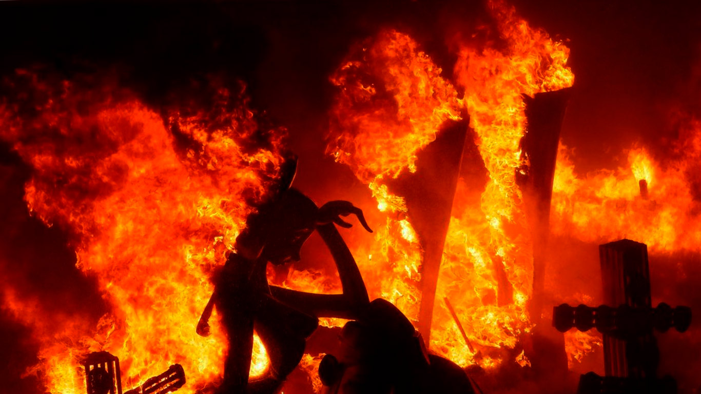 hogueras san juan fogueres sant joan alicante fiestas comunidad valenciana